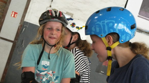 Vom Klassenraum auf die Skateboards – Der Skateboard Workshop der Fischeklasse